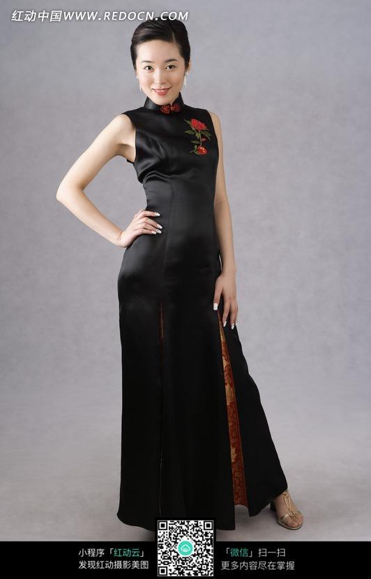 黑色中国风旗袍美女模特图片