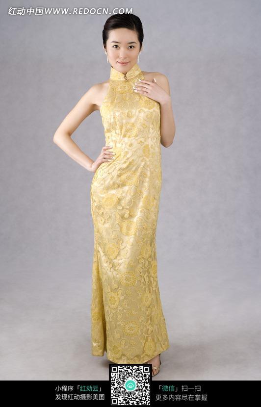 黄色花朵旗袍美女模特