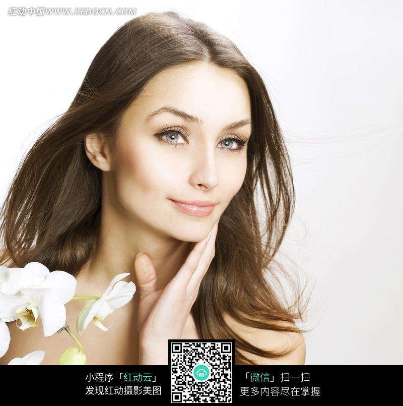 靓丽美女人物与鲜花图片