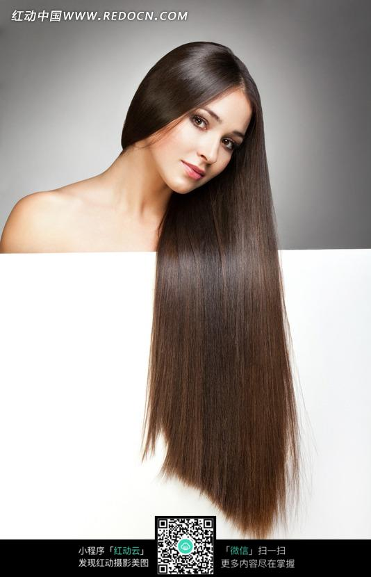 免费素材图片美女人物图片杂志女人把女性放在秀发板前的白纸请素材美女国外图片