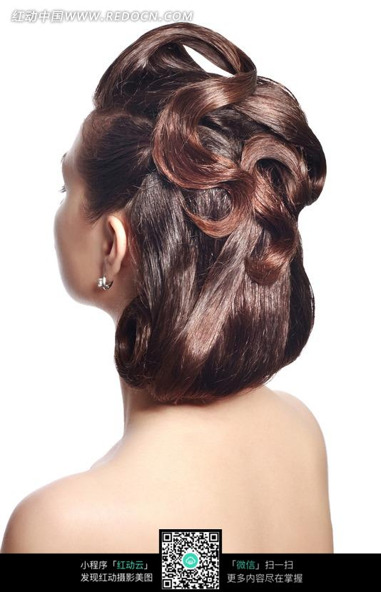 美女盘头发型侧面图片