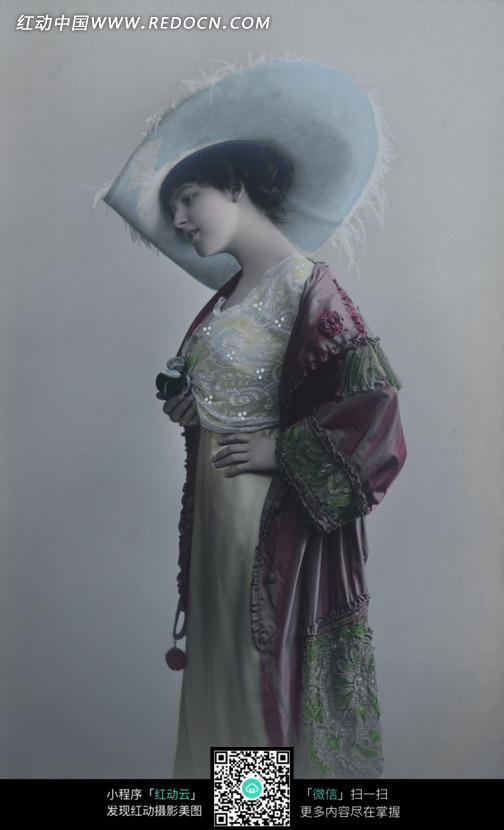 免费素材 图片素材 人物图片 女性女人 欧美复古风-头戴帽子的女子侧
