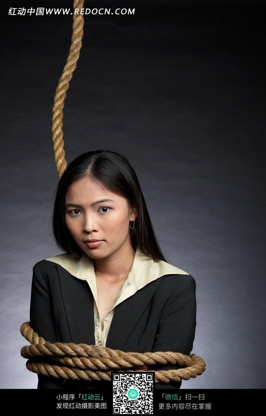 被绳子捆绑的女孩照片图片