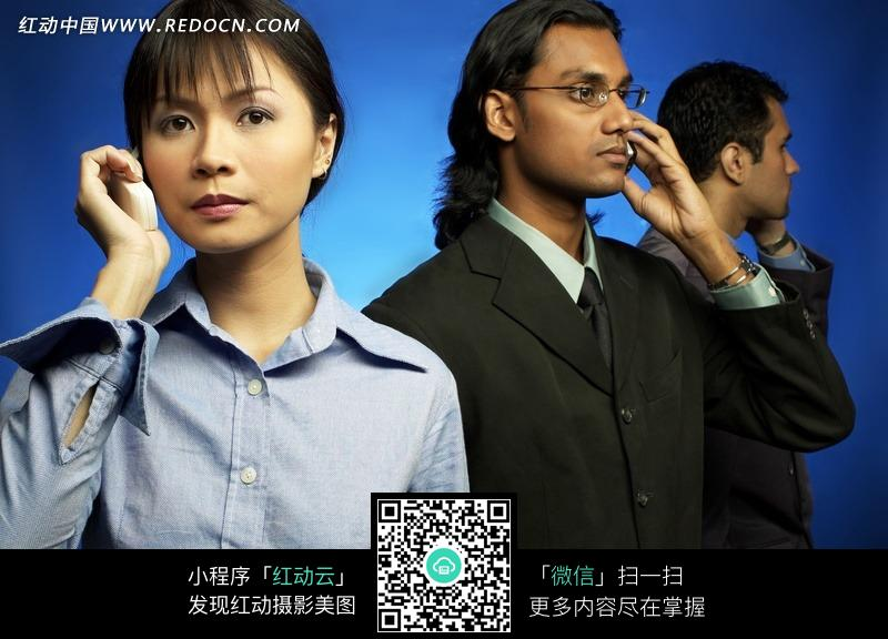 手拿电话联系业务的商务白领们图片免费下载 红动网