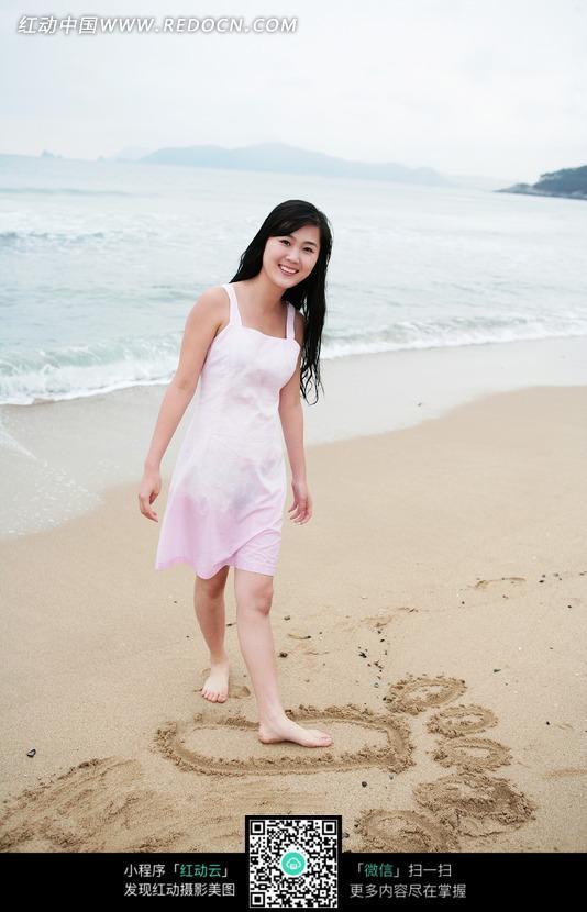 海边美女高清素材图片