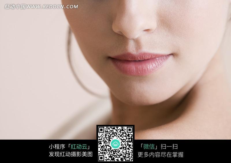 欧美时尚女子的唇部特写图片
