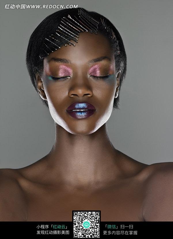 闭目养神的女人美女图片_图片黑人女性的美女高大图片