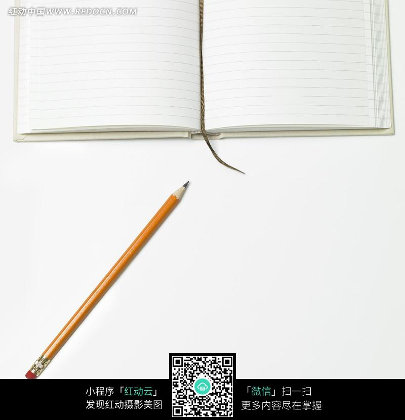 黄色铅笔与打开的笔记本jpg