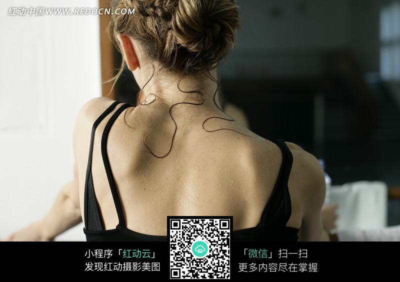 舞蹈练习的美女后背素材图片