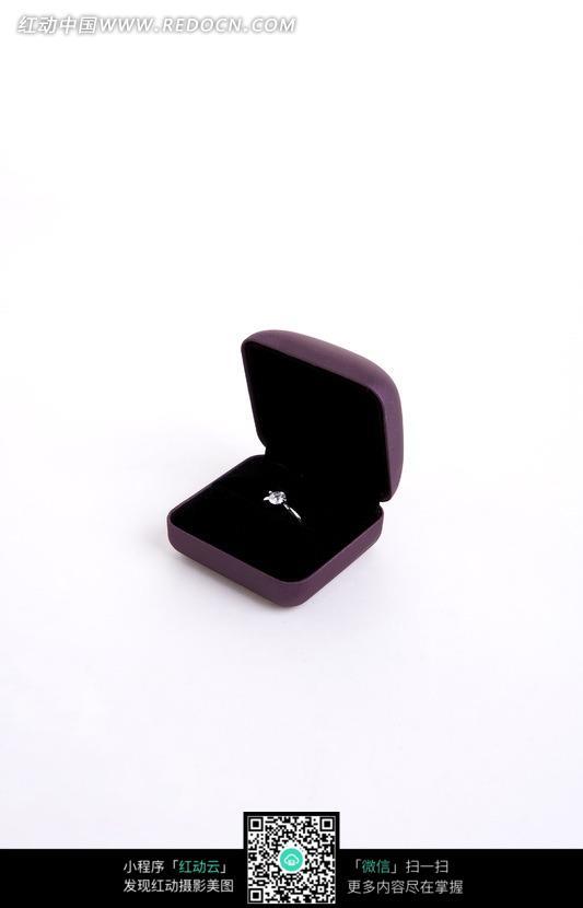 戒指盒和戒指