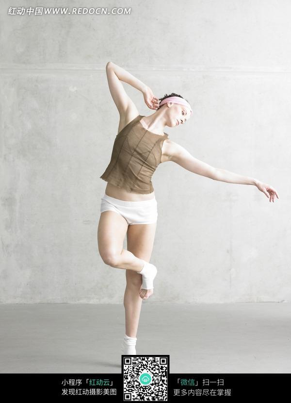 跳舞的欧美美女图片 其他图片
