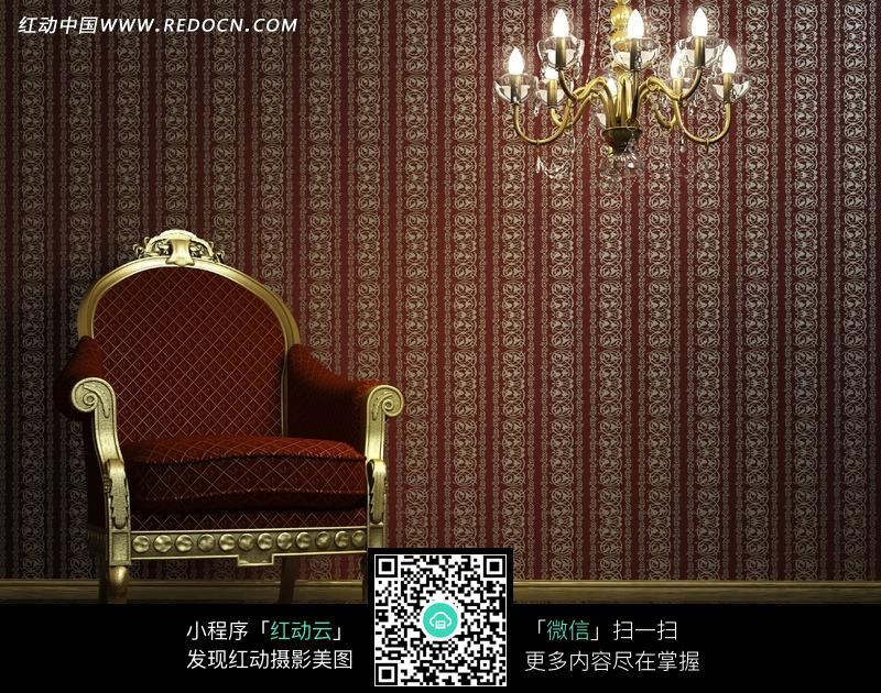 枣红色欧式沙发与水晶吊灯jpg
