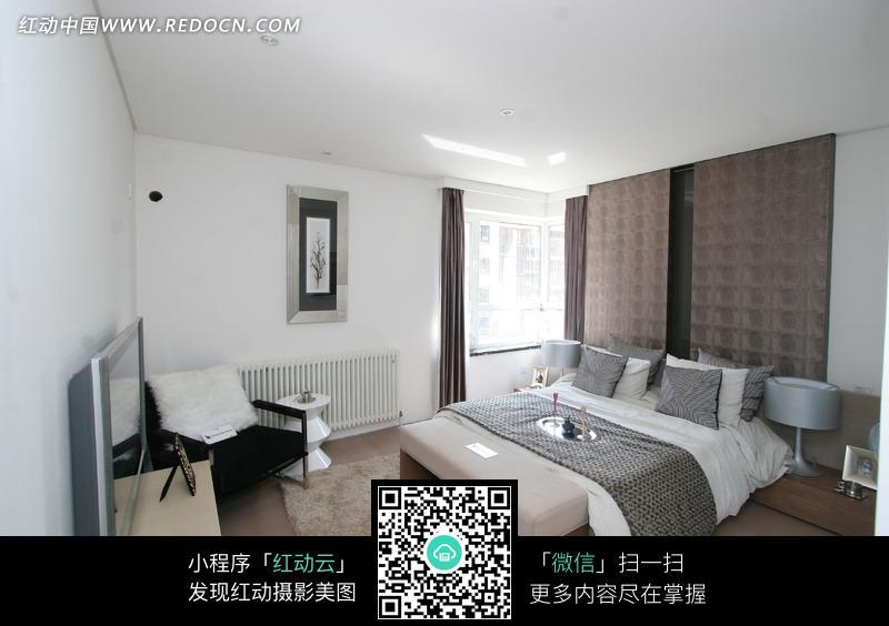 红木地板客厅装修效果图_室内设计图片_红动手机版
