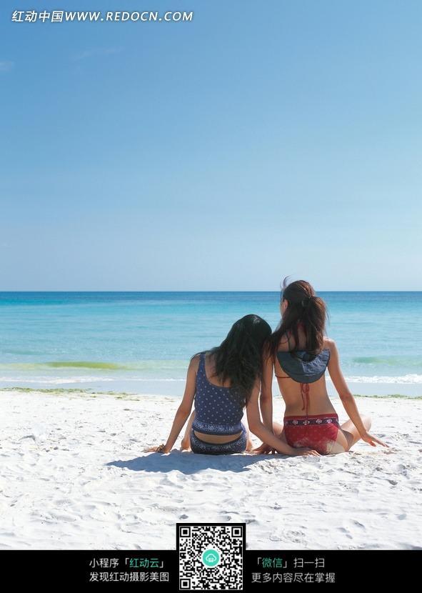 美女海滩女背影