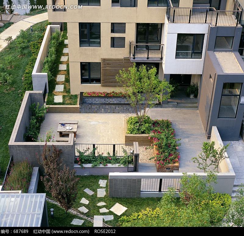 楼房/花池/树木构成的小区的俯拍