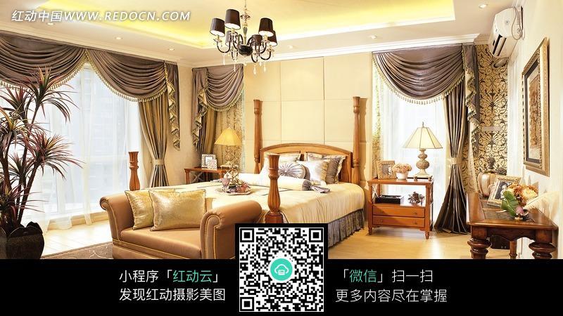 欧式床和华丽窗帘图片