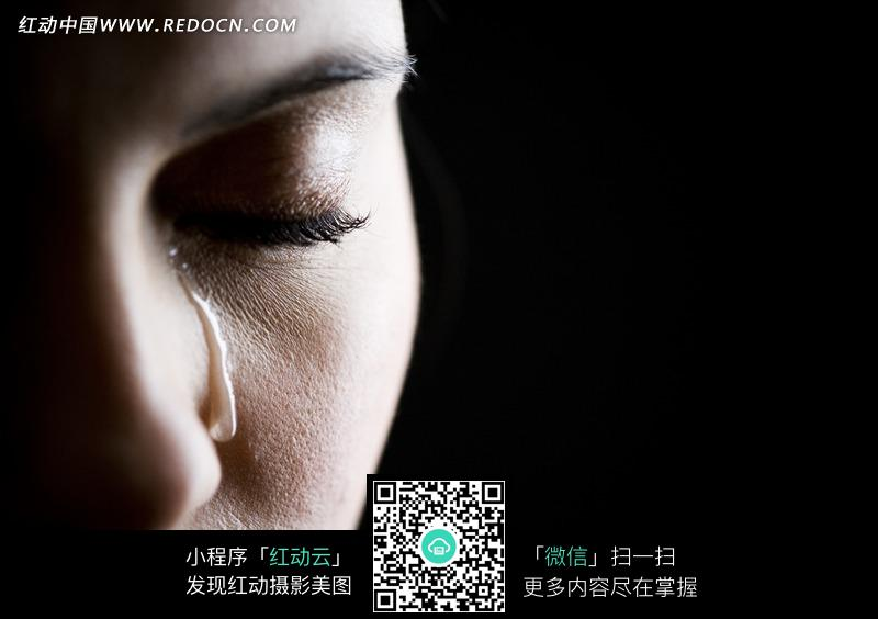 流泪的人物脸部特写