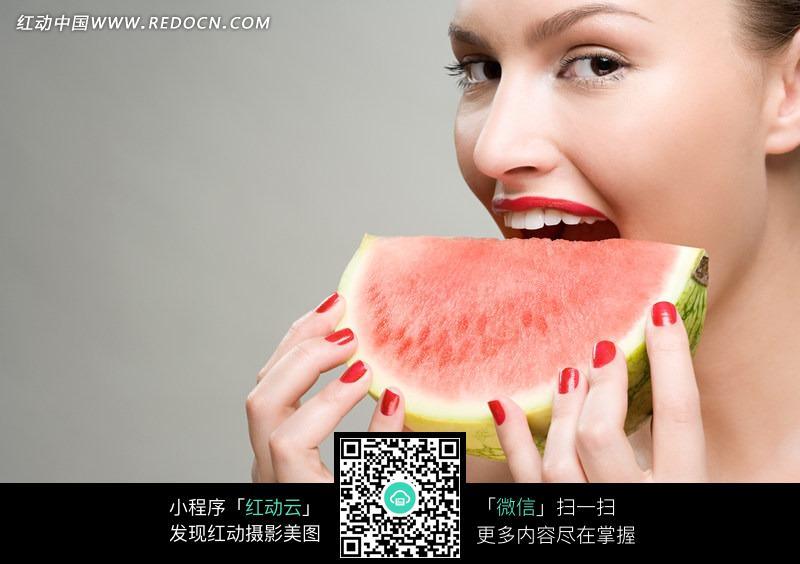 美女吃西瓜图片 日常生活图片