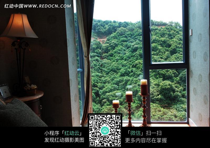 免费素材 图片素材 环境居住 城市风光 摆放在窗户边上的床和烛台