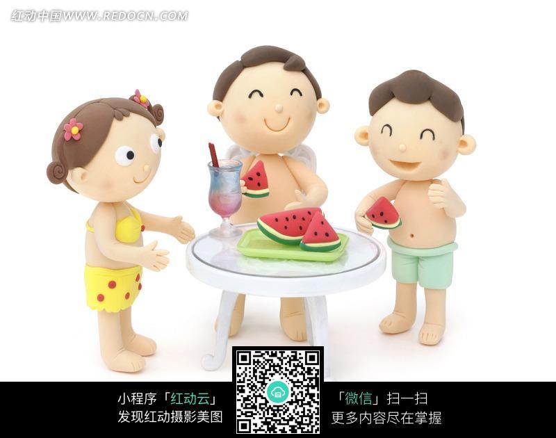 小孩吃西瓜图片