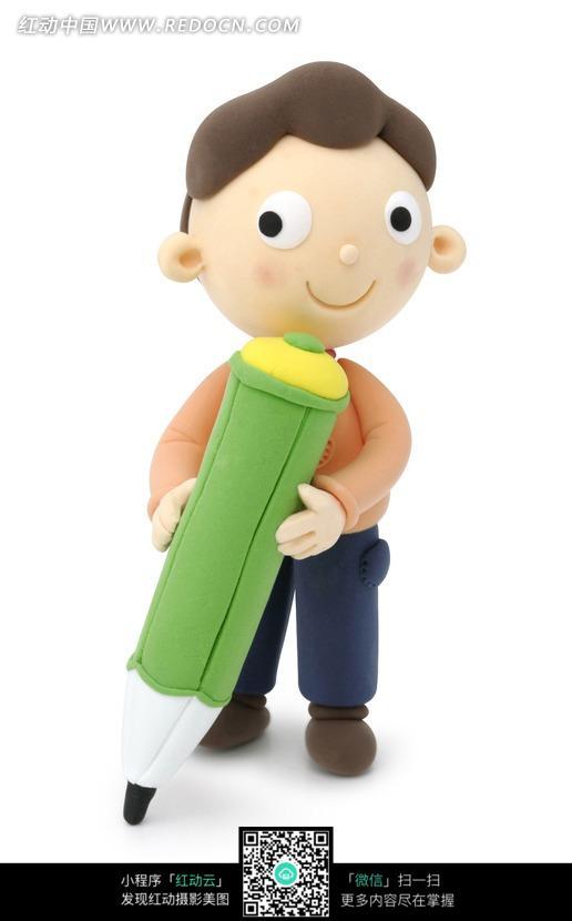 卡通人物抱着铅笔的可爱小男孩