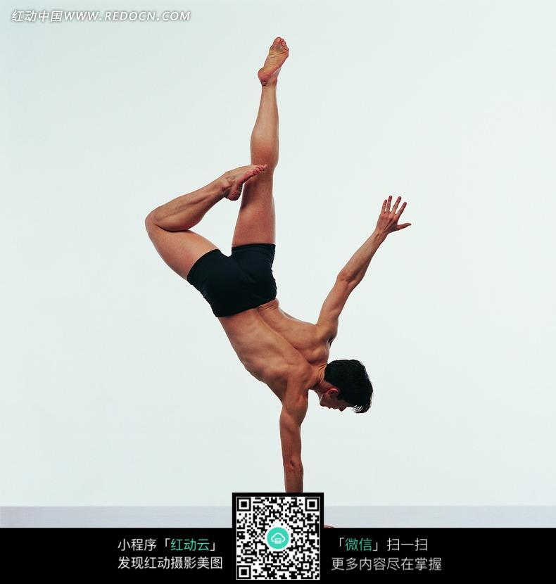 飞扬舞蹈动作图片