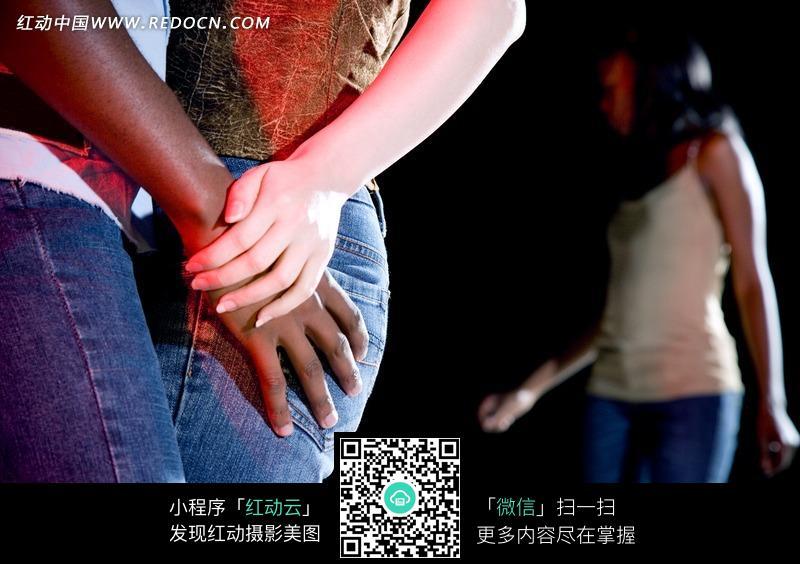 女子 跳舞 拥抱 双手贴在一起 夜店 酒吧 娱乐 时尚 高清 人体摄影