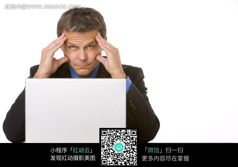 免费素材 图片素材 人物图片 职业人物 双手撑额头的使用电脑的男子