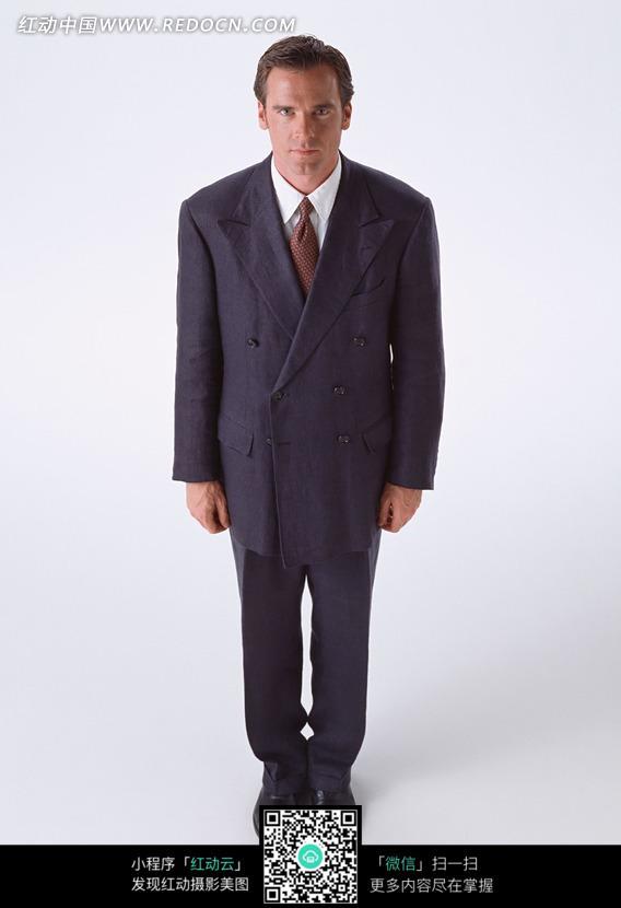 图片素材 人物图片 男性男人 穿黑色西装立正站立的外国男人正面图