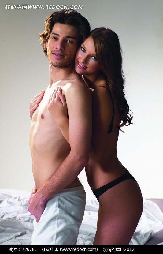 性感 男人 背后/性感的女人从背后抱着半裸男人