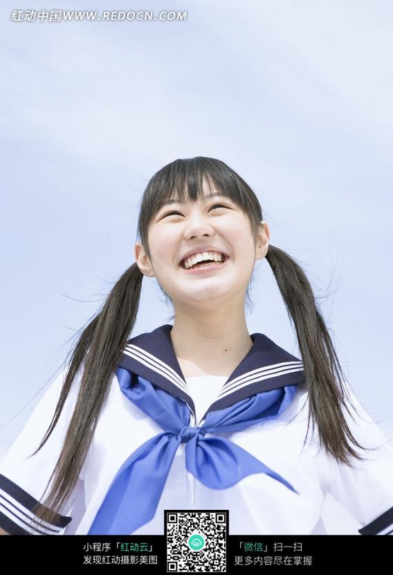 笑的日本女中学生
