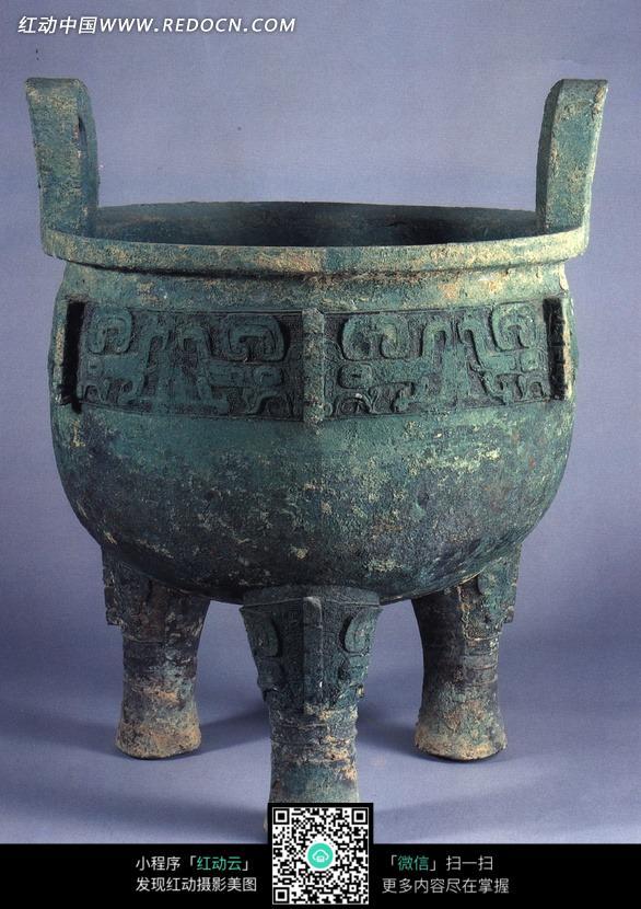 古代器皿三足青铜鼎摄影图片