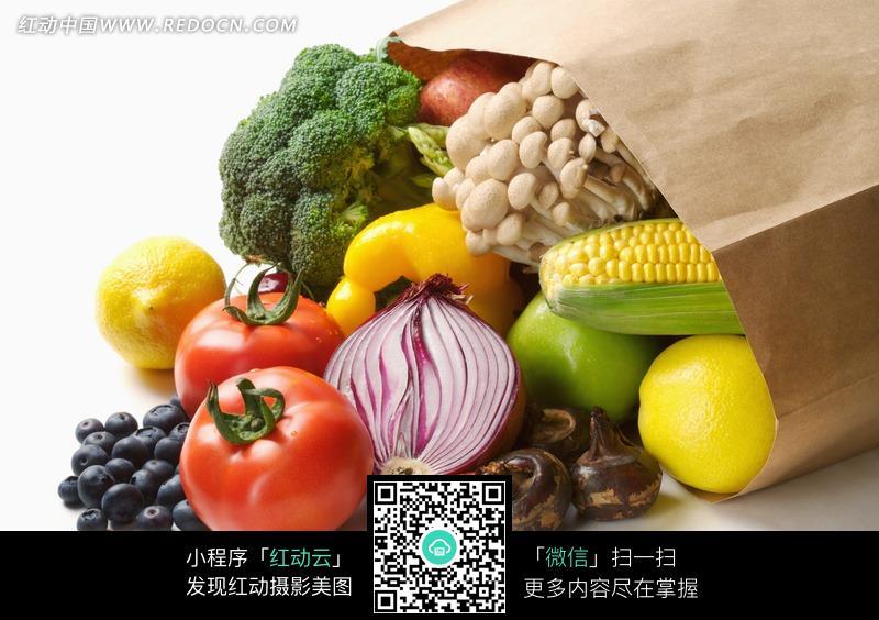 购物袋 蔬菜水果 特写/装在购物袋里的蔬菜水果特写照片
