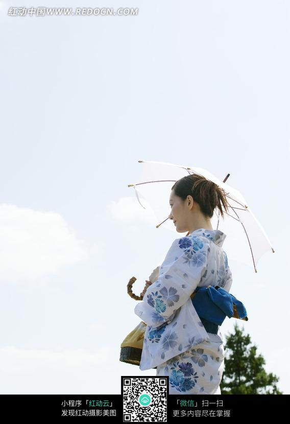 穿和服打伞的女人背影图片