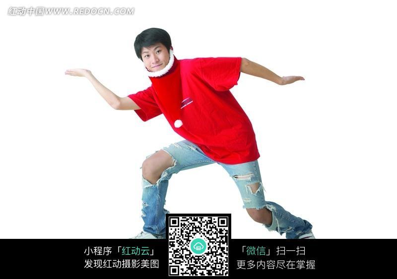 免费素材 图片素材 人物图片 日常生活 乞丐裤和红色t恤的男孩搞怪