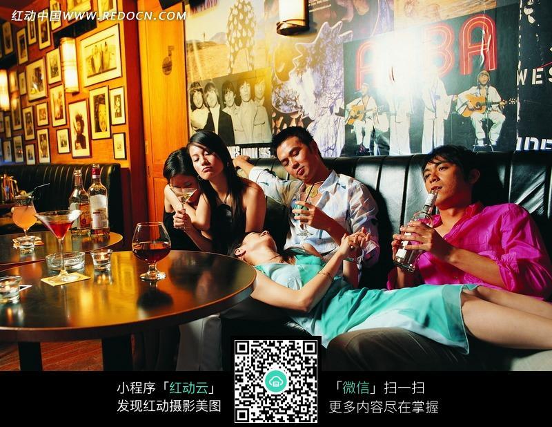 ktv喝酒男女图片_日常生活图片