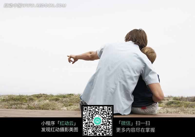 远看的外国父子背影jpg图片图片