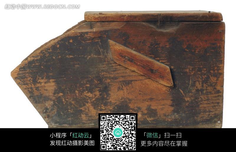 装煤炭的木头盒子图片