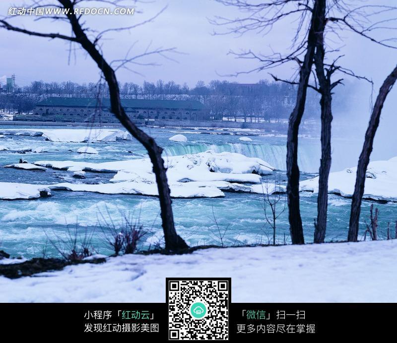 树木河流图片 树木河流花草图片 河流小舟游人摄影图 河流中小岛 河流