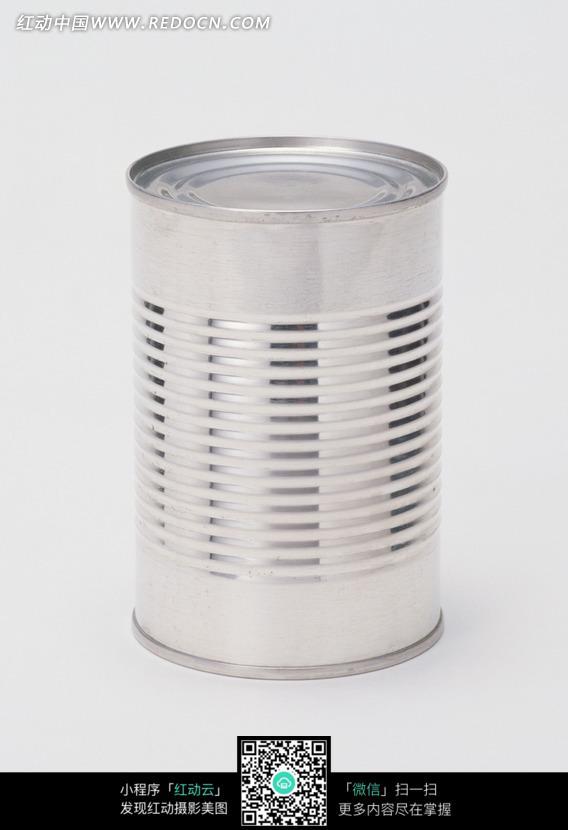 一个金属质感的圆柱形罐头盒子图片