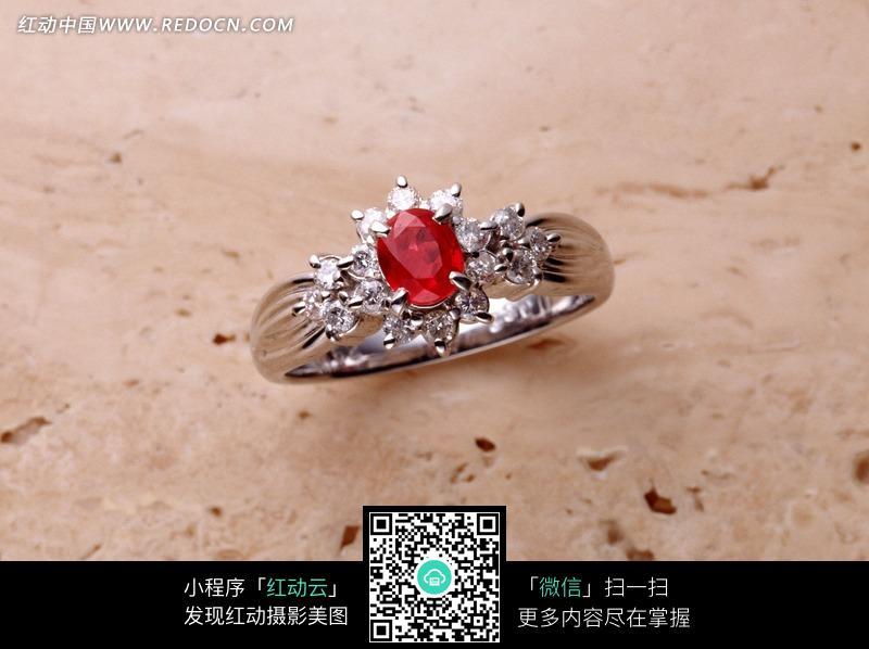 您当前访问素材主题是镶钻红宝石戒指,编号是794809,文件格式jpg,您下