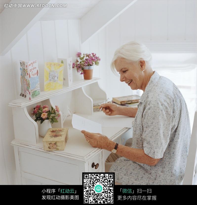 老人 外国 人物