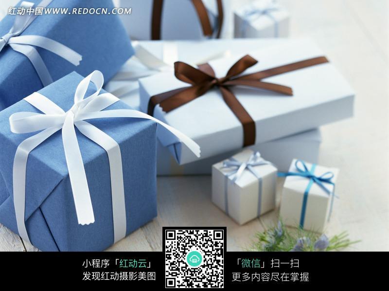 八个蓝白包装白蓝棕蝴蝶结礼盒