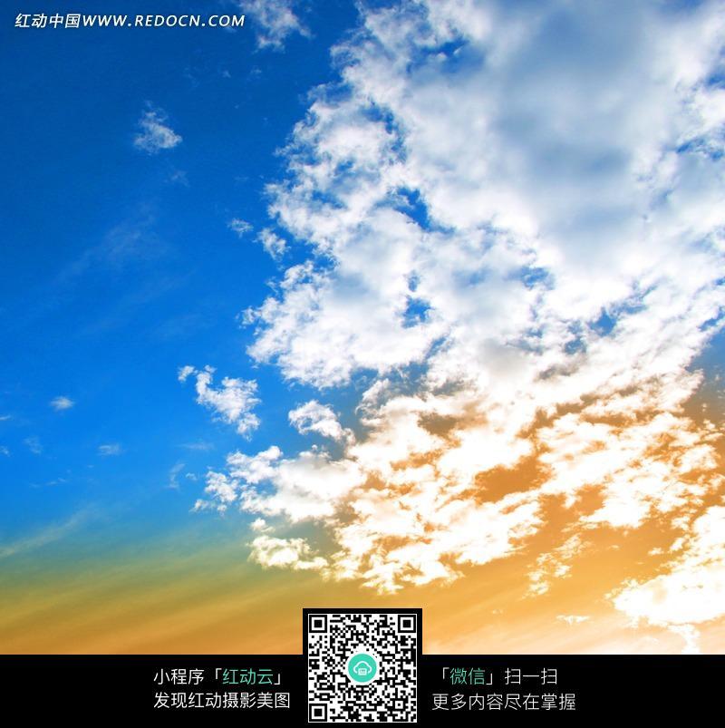 蓝天白云和七彩阳光图片