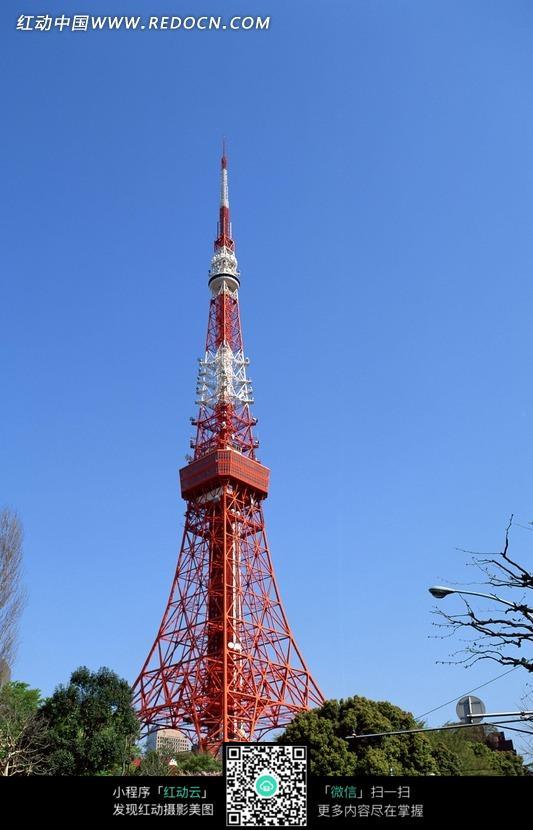 蓝天下的铁塔图片
