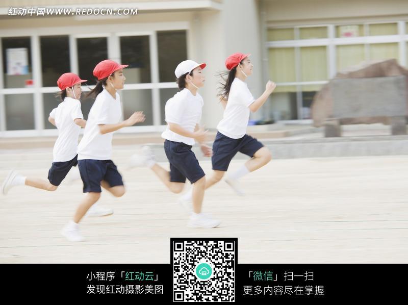 跑步比赛的学生