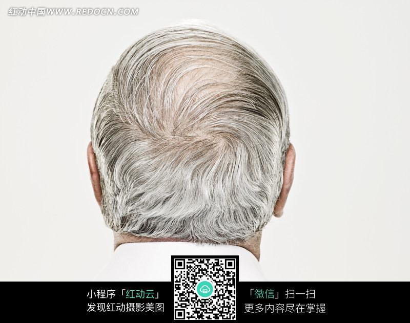老人后脑上稀拉的白发图片