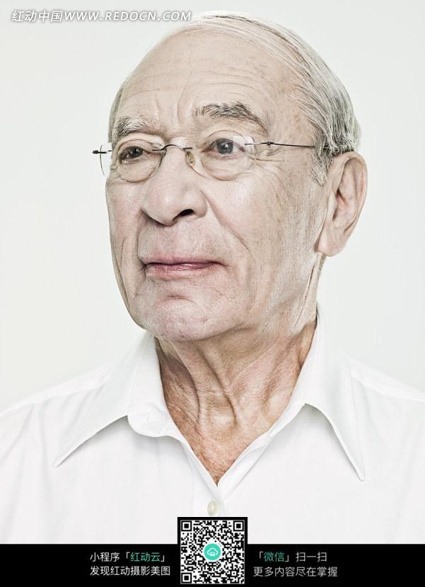 慈眉善目的戴眼镜的白发老头