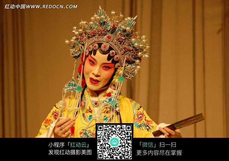 免费素材 图片素材 人物图片 其他人物 拿着扇子穿黄色衣裳的唱戏的昆