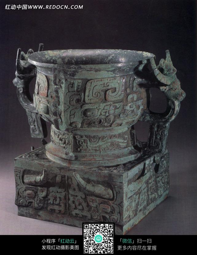 古代装食物的青铜容器簋图片图片
